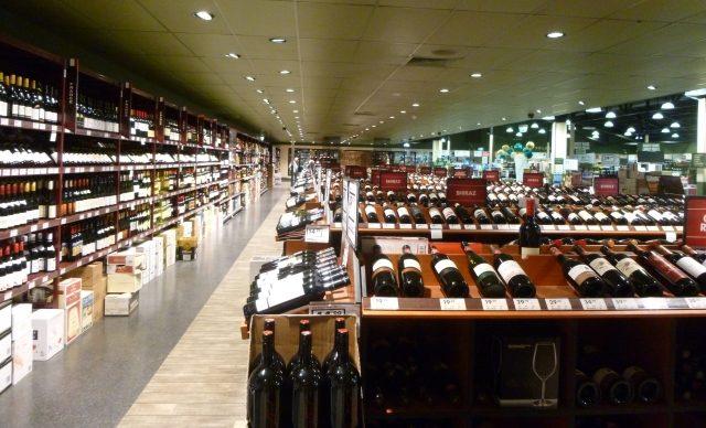 酒類の店舗販売は一般酒類小売業免許が必要です